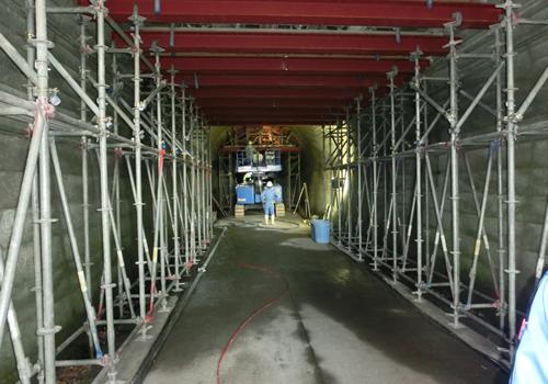 トンネル修繕工事の状況の写真